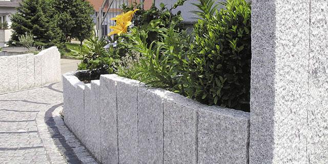 natursteine f r die gartengestaltung n hmer beton kies splitt steinkorb. Black Bedroom Furniture Sets. Home Design Ideas